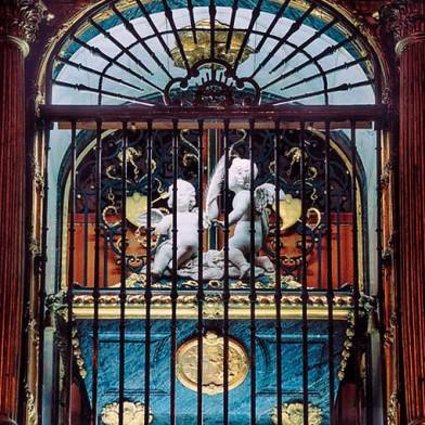 Detalle del Retablo Mayor en Carmelitas Descalzas, Sepulcro de Santa Teresa