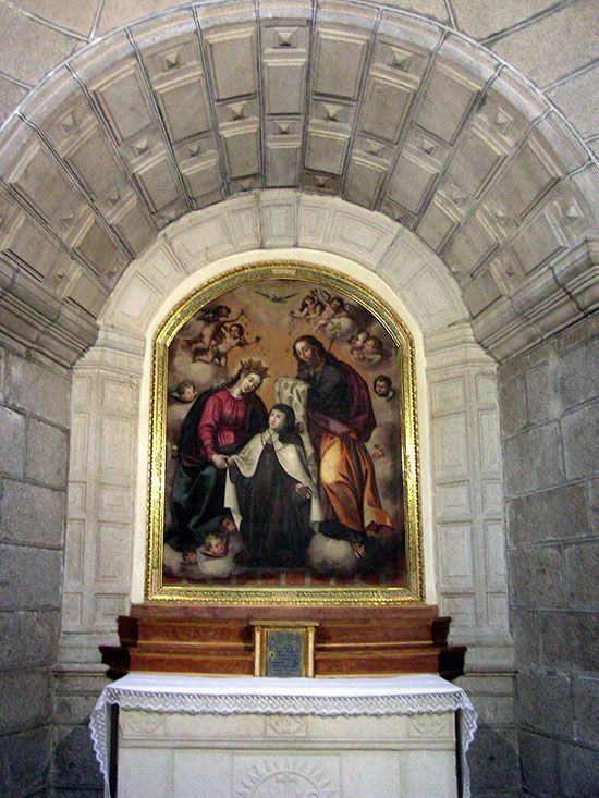 Santa Teresa recibiendo el collar de la Virgen y San José