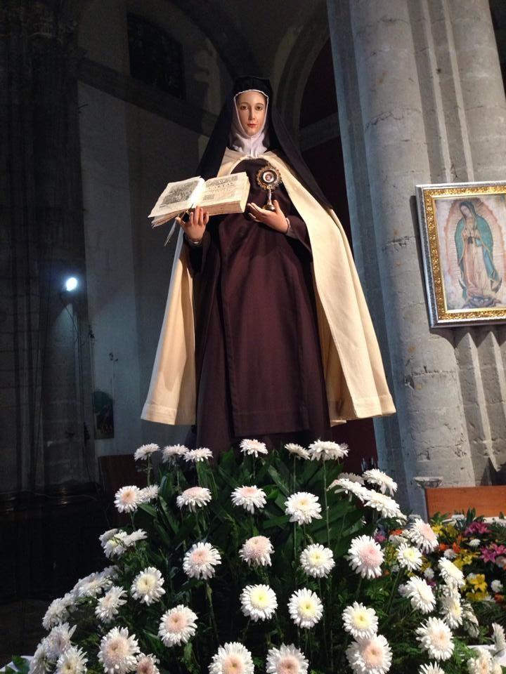 Teresa de Jesús con relicario